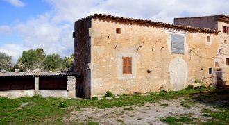 Zu restaurierendes Landhaus am Ortsrand von Ses Salines