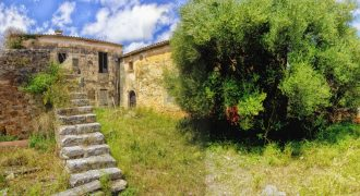 Beautiful large plot in the old village of Ses Salines with buildings to restore