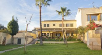 Villa chalet with separate guesthouse in quiet area