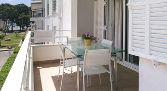 This excellent apartment is located in a privileged area of the port and beaches.