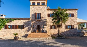 Quality villa with pool, huge plot and countryside views