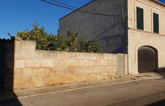 Sehr zentrales Stadtgrundstück neben dem Rathaus in Ses Salines.