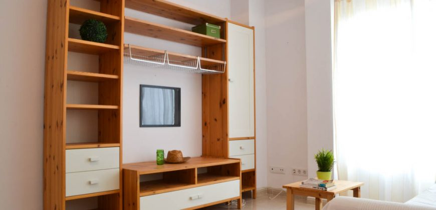 Bright and cozy flat 50 meters from the sea