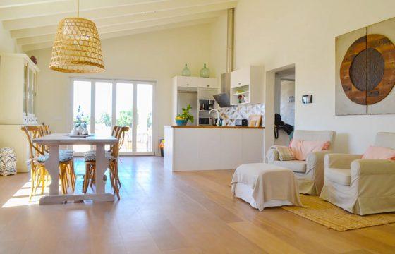 Ein exquisites Haus auf dem Land, nur 500 Meter vom Stadtzentrum von Ses Salines