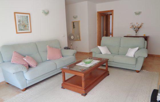 Eine ausgezeichnete Wohnung von großen Dimensionen im Hafengebiet in unmittelbarer Nähe zum Strand.