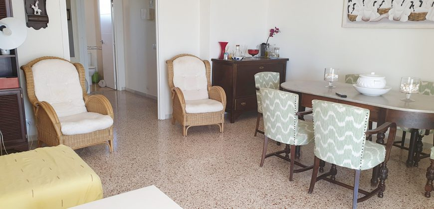 Fantastic, large and spacious apartment with sea view in the area of Playa dels Estanys, just 100 meters from the sea.