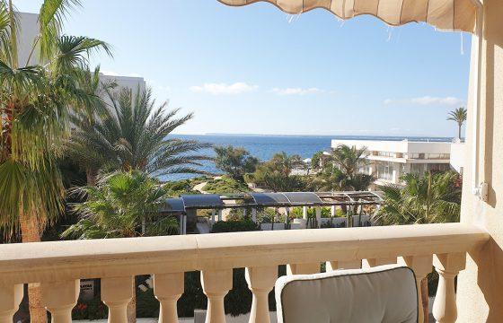Fantastische, grosse und geräumige Wohnung mit Meerblick in der Gegend von Playa dels Estanys, nur 100 Meter vom Meer entfernt.