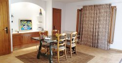 Fantastic renovated town house of large dimensions fully equipped and with a traditional and comfortable style.