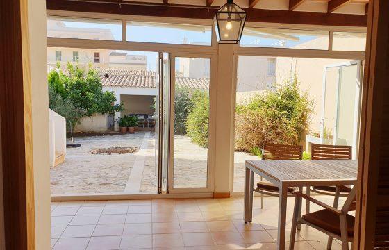 Dimensionen, komplett ausgestattet und in traditionellem und komfortablem Stil.