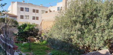 Gran oportunidad de adquirir en el centro de la Colonia de Sant Jordi una propiedad con la posibilidad de poder edificar 8 / 9 viviendas.