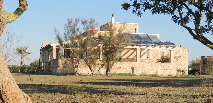 Finca in Ses Covetes on a plot of 22,500 m2 and housing of 180 m2.