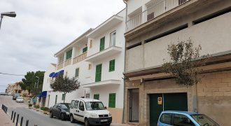 Great opportunity to acquire an entire building with premises in the most commercial street of Colonia de Sant Jordi.