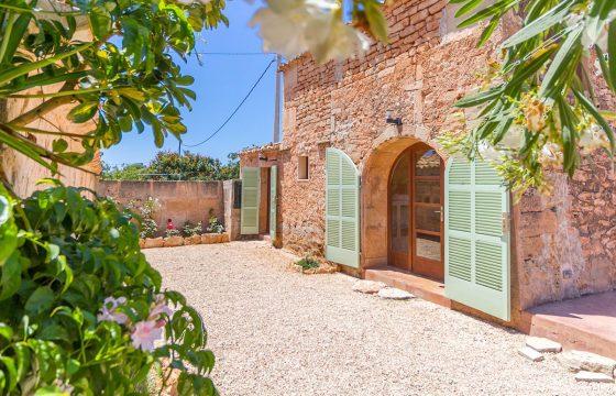 Schönes rustikales Haus auf dem Land, nur fünf Minuten von Colonia de Sant Jordi entfernt.