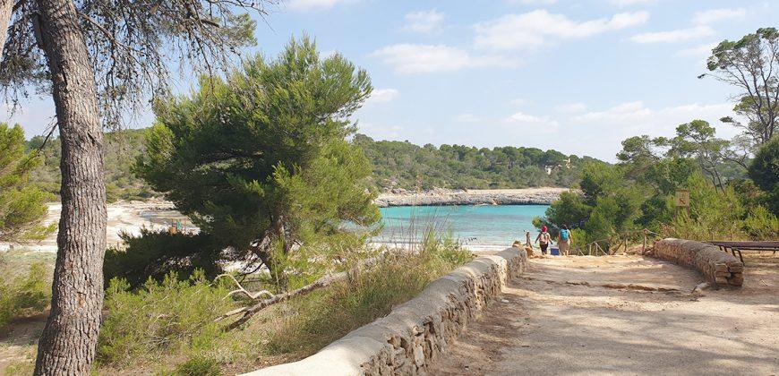 Solar con proyecto de vivienda y piscina en Cala Mondragó.