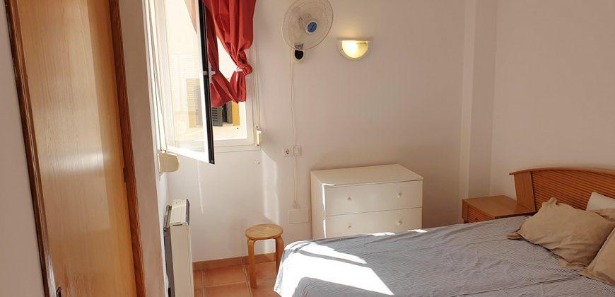 Gemütliche und schöne Wohnung mit großer Terrasse, sehr gut gelegen.