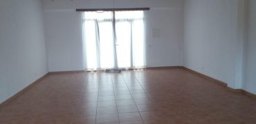 Local with an area of 60 m2 with garden and bathroom.