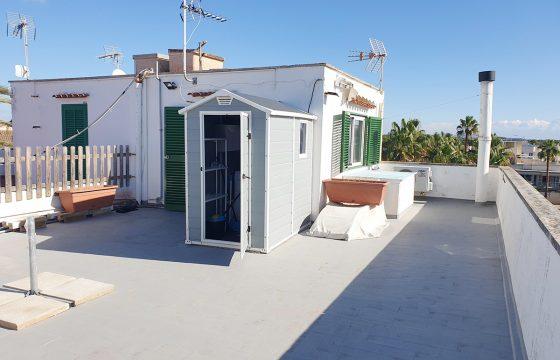 Atico estudio de 12 m2 con gran terraza privativa de 62 m2.