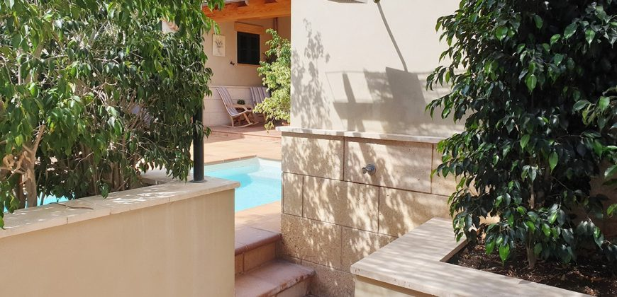Beautiful villa with pool in a residential area.