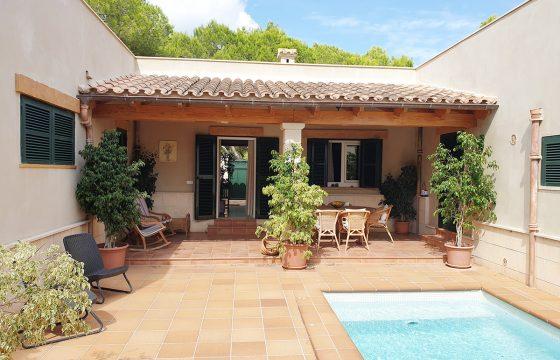 Bonito Chalet con piscina en zona residencial.