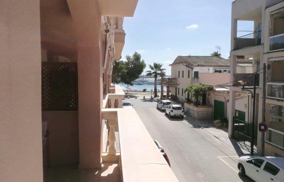Zona Puerto a tan solo 100 metros del mar un piso amplio con una gran terraza con vistas.