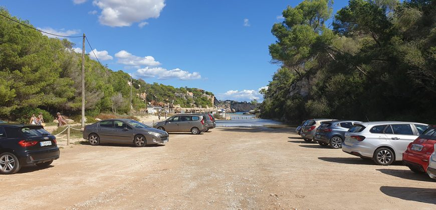 Building plot 100 meters from the beach of Cala Llombarts.