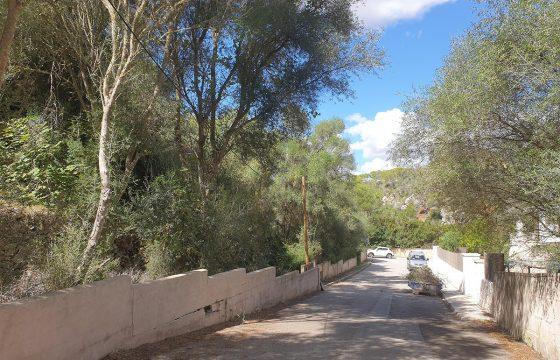 Baugrundstück 100 Meter vom Strand von Cala Llombarts entfernt.