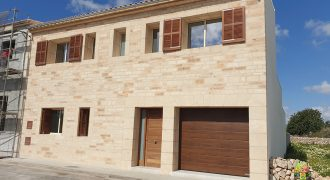 FANTASTIC TOWN HOUSE IN LLOMBARDS BRAND NEW